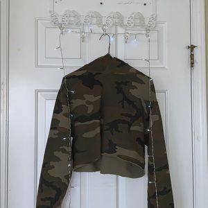 Aritzia cropped army print sweatshirt